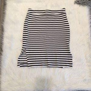 Banana Republic Black & White Stripped Skirt SZ: 4